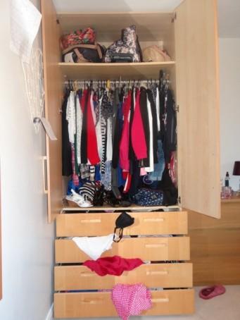 cluttered-wardrobe